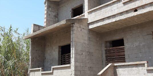 Abitazione indipendente -al grezzo da ultimare – realizzata su 3 livelli con giardino