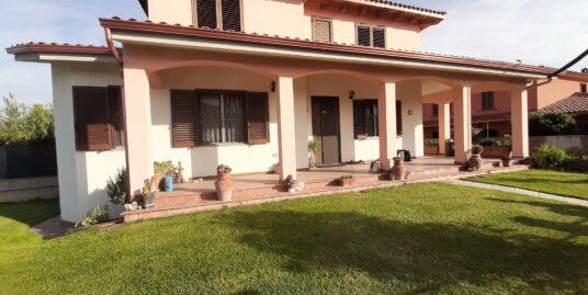 Villa indipendente libera su 4 lati con grande giardino